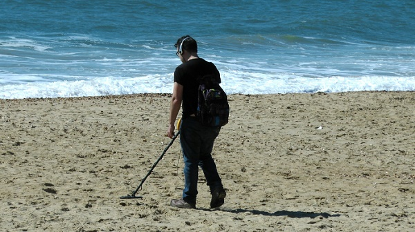 Metal Detecting California Beaches