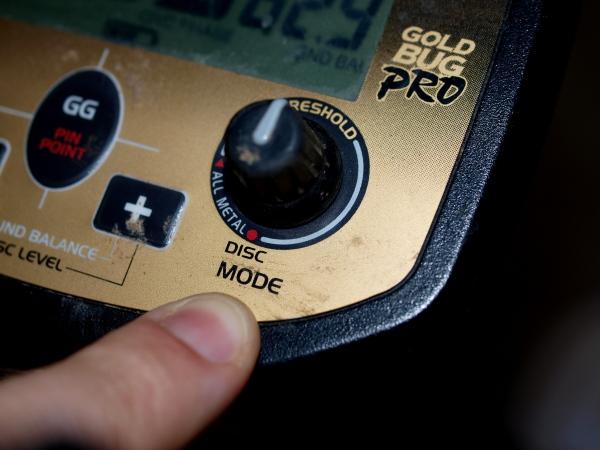 Using Discrimination on gold detectors