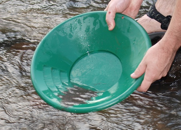 Family gold panning Oregon